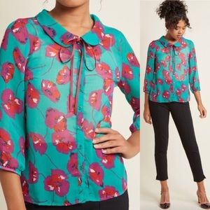 MODCLOTH Floral Peter Pan Collared Blouse, S
